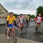 Pause ravitaillement à Saint-Gérand pour les participants à la Rando-cyclo Jean Robic, ce samedi